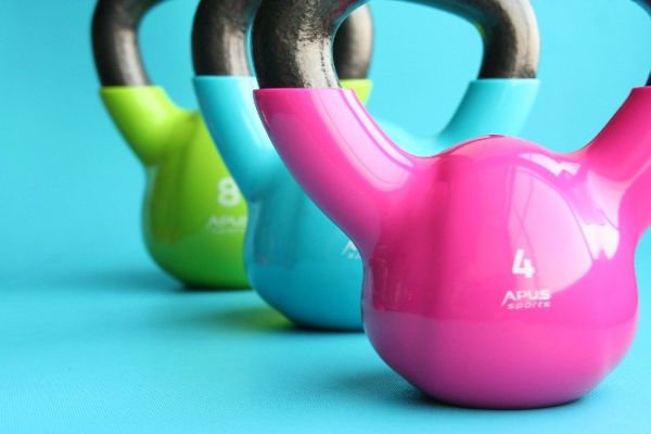 ejercicios-con-kettlebell-el-entrenamiento-de-moda-con-pesas-rusas