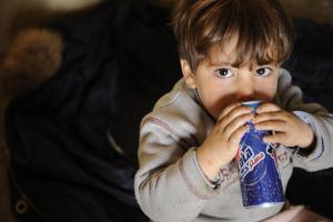 los-anuncios-de-refrescos-un-riesgo-para-la-salud-infantil
