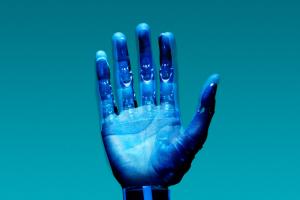 se-construye-sus-propias-protesis-y-crea-para-otros-amputados