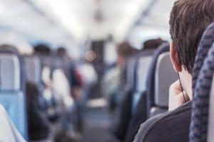 que-debes-hacer-para-dormir-bien-en-un-avion