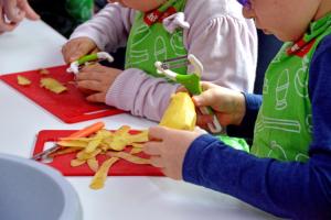 cocinar-con-ninos-una-experiencia-de-aprendizaje-divertida-y-saludab