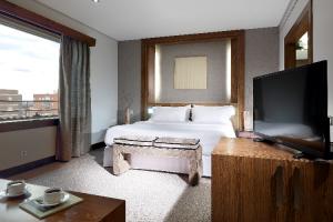 madrileno-vas-a-cenar-y-te-invitan-a-dormir-en-un-hotel-de-cinco-est