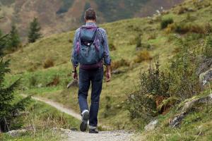 3-opciones-saludables-para-caminar-por-el-campo