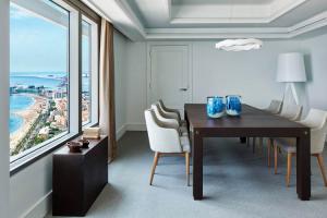 trabajar-en-un-hotel-de-lujo-y-con-vistas-al-mar-es-posible