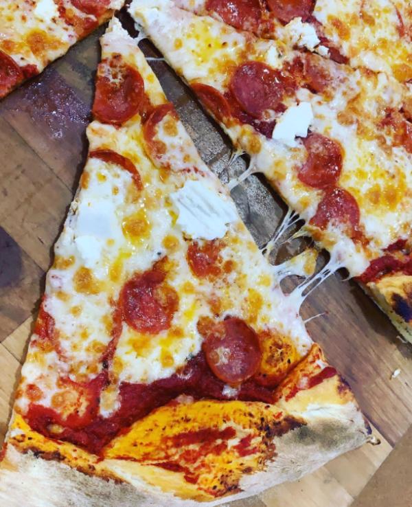 take-away-es-viernes-y-toca-pizzatake-away-es-viernes-y-toca-pizza