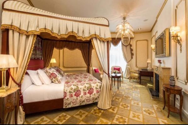 celebra-el-dia-del-arte-durmiendo-en-una-art-suite-del-palace