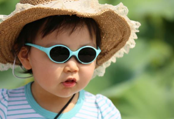 gafas-de-sol-escoger-las-mejores-para-tu-hijo