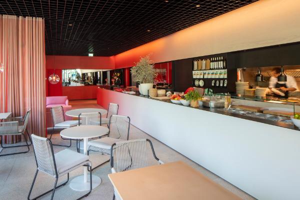 asi-es-el-nuevo-cafe-camaleon-de-casa-camper-berlin